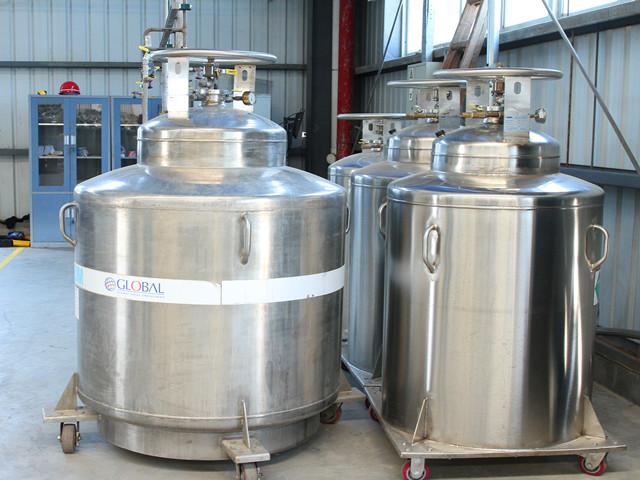 液氦存储罐